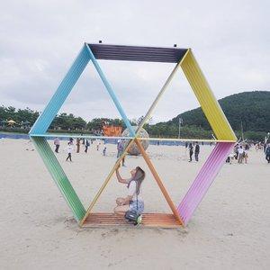 trapped 🎨 . . #NatashaJS #NatashaJSOOTD #NatashaJSinKorea #NatashaJShairupdates #VioletBrush #clozetteid #바다미술제