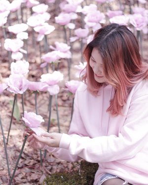 Let your joy burst forth like flowers in the spring 🌹Stay strong and smile although it's hard. It will get better, it will pass.....#NatashaJS #NatashaJSinKorea #VioletBrush #clozetteid