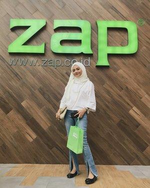 Seperti yang uswa bilang kalo tinggal dirumah puyeng kebenaran banget dapat invition langsung happy dari @zapcoid di @zapnipahmakassar yang tempatnya di mall Nipah, yang baru buka banget kemarn😉 , ..temen2 bisa treatment dan dapat Diskon hingga 50% hanya sampai tgl 30 September ini... Jadi buruan skrg ke Nipah mall !!..Mau cantik  dan glowing  langsung cuss treatment di @zapnipahmakassar 😉❤️!!..#zapclinic #Clozetteid #beautyyourconfidance