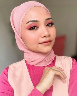 "Mirip siapa lagi disini ?? Suka dapat DM "" cantik kak mirip lindahkeyz mirip terry mirip KD lah hihihi, 🤭 . . #makeuphacks #makeupviral #makeupturorial #uswahmakeuptutorial #clozetteid #beautytips #beautyguru #makassarhits #beautyvlogger #uswahmakeuptutorial #beautybloggerindonesia #beautybloggers #rolloverreaction #facemist #nyxsoftmattelipcream #face2face #jefreestarcosmetics #jakartabeautyblogger #bbpowder #instagram #ceritacantik #makeupindonesia"