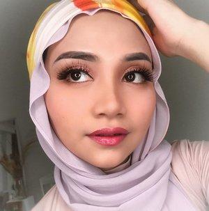 Alis dan bulumata badai.. Kalian tim eyelinar atau bulumata palsu guys ??. @cchannel_id @indobeautygram @cerita.cantik #beautybloggerindonesia #beautybloggers #makeupchallenge #makeuptutorialindonesia #tipsmakeup #makeuppemula #beginnermakeup #uswahmakeuptutorial #beautycontentcreatormakassar #instagram #makeuplooks #eyelashes #clozetteid