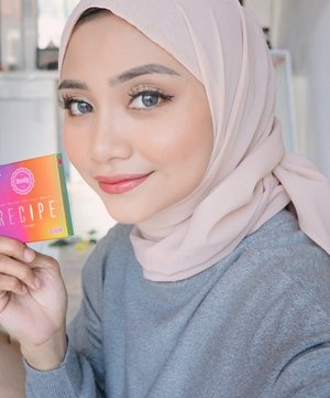 Jujur belum bisa move on dari soflens recipe , warna yang aku pakai disini  Wine Blue, natural banget yah kan 💕..#soflensrecipe @ragam_kecantikan @cerita.cantik @indobeautygram#makeovertransferproofmattelipcream #socobox #soco #makeuptutorialindonesia #toptags @top.tags #cosmetic #cosmetics #likes  #foundation #beauty #beautyantusiat #cccushion #beautybloggerindonesia #makassar #contentcreator #Uswahmakeuptutorial  #makeuppemula #makeupaddict #makepgirlz #beautycontentcreatormakassar #beautybloggerindonesia #clozetteid