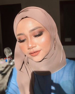 Makeup ke sekian dirumah aja 🤪zzzz...@cerita.cantik , @buat.cantik #dirumahaja @bunnyneedsmakeup @tutorialmakeupkece @indobeautygram @wakeupandmakeup @tips__kecantikan @makeuptutorialindo#likeforlikes #eyeshadowtutorial #westernmakeup#instadaily #ootd #instamakeup#makeup #instamakeup #toptags @top.tags #cosmetic #cosmetics #likes  #foundation #beauty #beautyantusiast #cccushion #beautybloggerindonesia #makassarinfo #contentcreator #Uswahmakeuptutorial  #makeuppemula #makeupaddict #makepgirlz #beautycontentcreator#likes #likeforfollow #eyebrowtutorial #makassarhits  #clozetteid #beautycontentcreatormakassar