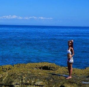 Life takes you down many paths, but my favorite ones lead to the beach 🏖👙💄💋💃🏻🎉❤️. . . . . #indonesianlivinginbangkok #bali #nusalembongan #devilstears #beach #beacheslife #beachesbitch #indonesian #instagram #travel #traveler #travelgram #traveldiary #travelblogger #instadaily #instaholiday #instatravel #indonesia #wonderfulindonesia #starclozetter #clozetteid #holiday