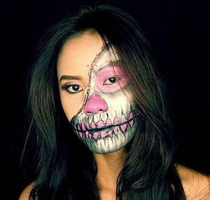 The video is up on my Youtube now 💀🖤👻 . . Click the link on my Instagram Bio ❤️💄💋 . . Thank you Beauties, and hope you enjoy it 💋 . . . #indonesianlivinginbangkok #starclozetter #clozetteid #fdbeauty #makeup #makeupvideo #youtube #makeuptutorial #fantasymakeup #specialeffectsmakeup #makeupartist #makeupkarakter #bangkok #thailand #instamakeup #amazingmakeupart #undiscovered_muas