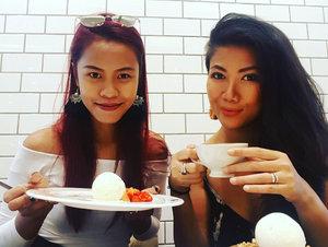 Nice day with this beauty @elvianashuha ❤️❤️ makasih kakak hadiah graduation nya... sering2 yakkk 🤣🤣🤣🤣😘😘😘💄💋 . . . #indonesianlivinginbangkok #indonesianmakeupartis #makeupartist #makeuplover #bangkok #thailand #afteryou #starclozetter #clozetteid #indonesian #indonesia