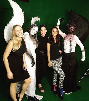 Yesterday squad ❤️❤️❤️ Doing a fun work for my Halloween video project, hard work but its all paid off... thank you so much for my team... love ya!! 💪🏻❤️💄💋👻🦄💀🖤 . HMUA & Concept : @cathrine_zie MUA : Esra Arslan & Alexia D Model : Eva Mirzhani & @freshgy . . . . #indonesianlivinginbangkok #indonesianmakeupartis #indonesian #starclozetter #clozetteid #makeup #halloweenmakeup #halloween #fantasymakeup #crazymakeups #amazingmakeupart #undiscovered_muas #bangkok #thailand #specialfxmakeup #instamakeup #makeupartist