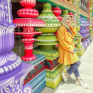 When traveling, you can wear all the colorful and casual clothing that you like, but you must always be elegant. So, which color are you???-#tantejulit #tantejulittravel #travelblogger #beautyblogger #lifestyleblogger #fashionblogger #blogger #hijab #hijabtravel #hijabers #travel #outfit #travelenthusiast #traveling #traveladdict #backpacker #wanderlust #explore #lovetravel #googlelocalguide #bikinjadinyata #batucaves #malaysia #influencer #modelhijab #clozetteid #instafashion #hijabfashion #style #beauty