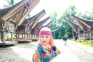 I'm too extraordinary to  be your girlfriend, But I'm too ordinary to be your wife. no matter what, just love me the way i am - 📷 alisku terpampang paripurna berkat anda @desiandin - Ini Kete Kesu yang asli bukan replika kaya di TMII 😹yang mau ke Toraja bisa banget contact kak @ino_toraja sapa tau jodoh yaa khaann ??? #tantejulit #travel #blogger #travelblogger #bucketlist #trip #travelgram #wanderlust #wanderer #explore #traveling #lovetravel #clozetteid #backpacker #toraja #tanatoraja #ketekesu #visitindonesia #explore #wonderfulindonesia #genpi #sulawesiselatan #makassar