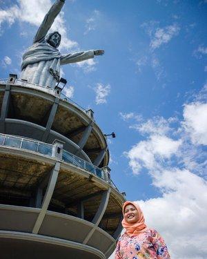 [Indonesia 73th] Karena Indonesia itu Bhinneka Tunggal Ika - The new highest jesus christ statue in the world is in Toraja, South Sulawesi #tantejulit #travel #blogger #travelblogger #bucketlist #trip #travelgram #wanderlust #wanderer #explore #traveling #lovetravel #clozetteid #backpacker #hijabtraveler #exploresulawesiselatan #makassar #rammangrammang #visitindonesia #wonderfulindonesia #toraja #tanatoraja