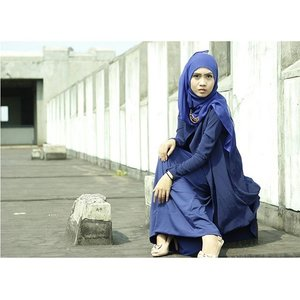 INTO THE BLUE #clozetteid #ootd #cotw #hijabchallenge #navy #blue #hijabcontest Photographer by: @trionoputra_