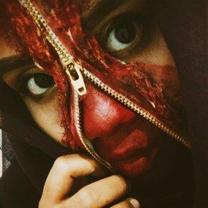 Masih belom bisa move on dari makeup terkampret ini... Terserah dehhh lu pada mau nyinyirin ini mekap... Ini makeup Masih belom sempurna, karena Gw bikin ga Kaya anak2 sfx yang pake Latex Dan Fake blood... Si Latexnya Gw ganti pake peel off mask Fake blood Nya gw ganti pake lipstick  Ga modal?  Bodo Amat yg penting Jadi 😂😂😂😂 #ClozetteID #BeautyGuru #BeautyVlogger #ClozetteID #Beautiesquad #bvloggerid #beautynesiamember #muajakarta #indobeautygram #indovidgram #indobeautyvlogger #bunnyneedsmakeup #ivgbeauty #sfx #sfxmakeup #halloween #halloweenmakeup #halloween2017 #CollabWithAro #kbbvmember #kbbvghosttown