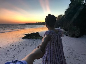 Follow me, I will show you how beautiful this place.. . . . . . #tanjungbira #sunsetlovers #travel #travelblogger #clozette #clozetteid #bulukumba #pantaibira #makassar
