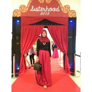 Walaupun jam segini baru pulang. Tapi seneng banget bisa liat fashion show koleksinya ka dian. Always love 😚 @sisterhood2015 by ka @dianpelangi #sisterhood2015 #clozetteid
