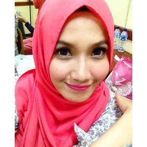 Mukeeee👧🏻Daily makeup by me 😊💞🙈Lashes by @doublesweet13 , luv them tudemax!😻#makeup #daily #hijab #hijabootindo #clozetteid