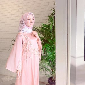 Feels like a princess with Hijab & Crystal Dress from @vanillahijab @vanillaforclothing 👸🏻🌸✨ ...Also Congrats buat kak intan & kak atina @ceritavanilla buat #VanillaPopUpStore nya kemarin and Happy Birthday to kak @intankf 🎂 Sukses selaluu semoga vanilla bukan hanya berkembang bisnisnya tetapi juga bisa bermanfaat bagi orang banyak dan bisa terus menginspirasi para perempuan diluar sana 🌸✨🌸✨🌸✨ .....#OOTDayuindriati #vanillasister #vanillahijab #ayuindriatiXvanilla #hijab #fashion #hijabfashion #clozette #clozetteid #ayuindriati