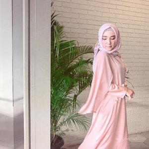 A bad attitude is worse than a bad swinging-pose 💃🏻 ..Hijab -- @vanillahijab Beautiful Dress -- @vanillaforclothing ...Alhamdulillah selesai acara #VanillaPopUpStore 🌸🌸🌸 Thank you #vanillasister yang udah dateng ngantri panjaaaang banget 😂🤗 ...#OOTDayuindriati #hijab #fashion #hijabfashion #ayinevent #clozetteid #ayuindriatiXvanilla #ayuindriati