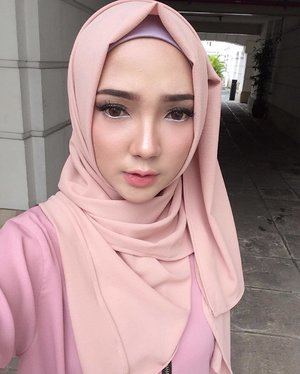 • Makeup of the day by me @ayuindriatimakeart for today  @vanillahijab & @vanillaforclothing Lookbook Photoshoot 🌸🐹🌸 ...#clozette #clozetteid #makeup #MOTD #hijab #pink #cute #vanilla #fashion http://instagram.com/ayuindriati