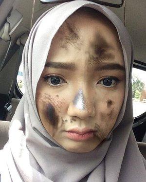 """Udah dandan cakepcakep malah di acak"""" sama filter coba 😩🙍🏽Ada yg mau makeup tutorialnya?? 😂 •• #clozetteid #snapchat"""