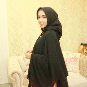 Hijab + Outer from @nea_pbm • @neahijab 🖤 . . . . #ayuindriativideos #hijabtutorialbyayuindriati #clozetteid