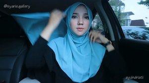 Hijab Tutorial without 'pentul' 😱 kali ini aku cuma pakai hijab clip dari @syarie.gallery � . Gak ngerusak hijab, gak pake ketusuk-tusuk dan hijabnya bakal terus rapih seharian 💙✨ . Thank you @syarie.gallery 😚 . . . Endorse via @sparklemanagement • // #hijab #hijabtutorial #hijabclip #hijabtutorialbyayuindriati #ayuindriativideos #clozetteid