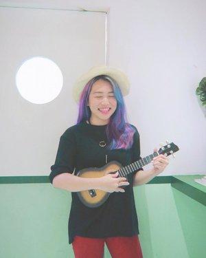 Ku dendangkan sebuah lagu untukmu.. 🎶🎸 Tapi bayarnya di awal ya 💰🤠 __________________________________ Wearing Kristle Necklace by @berrybenka @berrybenkalabel  #BProject2017 #BerrybenkaLook  #bbprojectxbblabel