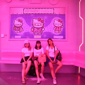 No one gonna say no to Pink, especially to a pink Hello Kitty!💕 #imissdufan 😂