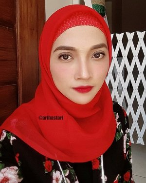 My first date with hubby after coming back from Jakarta. Im sure that I do really want to wear bold color! That's why my hijab is red. And my lips too👄 . . #clozetteID #clozetters #wakeuplikethis #wakeupandmakeup #makeup #makeuponfleek #makeupgoals #makeupjunkie #makeupinspo #makeuptalk #makeuplife #makeupfeed #makeuplover #makeupaddiction #makeupoftheday #motd #lipstick #lips #red #brows #shadow #shading #baking #highlighter #highlightandcontour