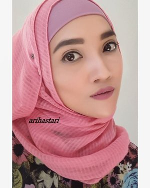 🌸Applying a soft pink blush to add a natural flush to my cheeks🌸 . . #beauty #beautyblog #beautyblogger #makeup #makeupmafia #makeupbyme #makeupaddict #makeupoftheday #motd #motd💋 #wakeupandmakeup #dressyourface #lookamillion #ilovemakeup #ultima #cosmetics #thebalmcosmetics #contouring #highlighter #wardah #lips #lipstickwardah #lipstickjunkie #lipstickaddict #maybelline #mascara #clozetteID #makeuplook #naturalmakeup #nofalselashes