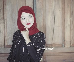 Happy Monday. Semangat Senin. Siapa yg nunggu2 gajian, aplg tgl 1 mei bsk itu libur, pastinya hari ini senang bgt ya saldo rekening mau bertambah yey! Mau banyak mau sedikit yg penting bersyukur.  Alhamdulillah🙇🙇 . . #hotd #hijabista #hijaber #hijaboftheday #hijab #motd #motdindo #makeup #makeupbyme #makeuplook #makeupoftheday #wakeupandmakeup #makeupaddict #makeupmafia #officelook #officeoutfit #officestyle #dressyourface #ilovemakeup #colourpopcosmetics #creeper #shade #ultramattelip #lipstick #lipcream #lipstickjunkie #clozetteID #facebook #payday #happy