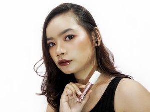Kisi-kisi Review @raikubeauty Lip Oil⠀⠀ ⠀⠀ Ada yang kepo dengan review aku mengenai produk satu ini dari brand lokal? Ini itu Raiku Lip Oil. ⠀⠀ ⠀⠀ Yups, Raiku punya makeup sekarang selain skincare ya. Produk ini nanti akan aku review buat kalian di feed instagram aku ya. 😘 ⠀⠀ ⠀⠀ So, tungguin reviewnya ya. 👌🏻💕⠀ ⠀ #rimaangelreview #reviewraiku #makeup #clozetteid #makeulokal #lokalbrand #beautybloggerindonesia #beautybloggerid