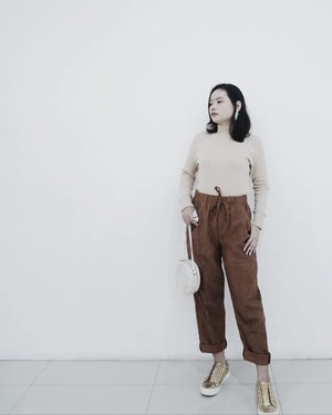 """""""I have always believed that fashion was not only to make women more beautiful, but also to reassure them, give them confidence."""" – Yves Saint Laurent#rimaangel #newbeautyblogger #beautybloggerindonesia #beautybloggerid #beauty #clozetteid #quoteoftheday #OOTDRimaAngel #OOTD"""