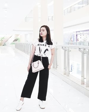 A woman's mind is as complex as the contents of her handbags; event when you get to the bottom of it, there is always something at the bottom to surprise you! — Billy Connelly  #rimaangel #quoteoftheday #womansmind #ootd #clozetteid #billyconnelly #ootdpink