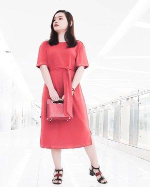 The Last of the Red Dress 😅  Hanya ingin memenuhi feed saja biar terlihat ((sedikit)) rapi. 🤣  #ootdrimaangel #life #ootd #clozetteid #rimaangel #reddress