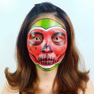 Udah kaya S.E.M.A.N.G.K.A belum?? Hahaha... .Kemaren liat kak @anggarahmandi makeup in halloween jd kepo mau bikin juga 😂😂.Lens edited pake PiscArt yes!.Inspired @yuliafirstian ...#luellaartistry #luellamakeup #artsymakeup #watermelonmakeup #semangkamakeup #fruitmakeup #clozzetebeauty #clozetteid