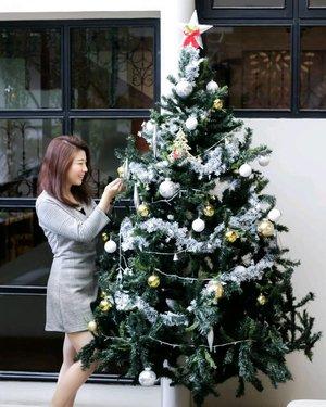 Kembang api belum muncul, jadi masih Christmas vibes right? 😋 . 📷 @robby.goh . . . . #luellamakeup #ootdinspiration #tampilcantik #indobeautygram #bvloggerid #beautiesquad #clozetteid #clozzetebeauty #bloggerindonesia #bloggerindo #beautilosophy #indobeautysquad #beautybloggerindonesia #bvloggerid #beautybloggerbandung #setterspace #bloggerbandung #muaindonesia #bloggermafia #bunnyneedsmakeup #kbbvfeatured #ragamkecantikan