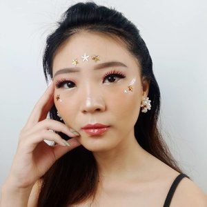 You are a GEM! ❤ . Btw pertama kali coba langsung suka sama Holy Lip Polish dari @lookecosmetics in Luna.. Gils, warna nya lovely banget.. I need more please 💋 . . Lashes @kaycollection Earings @amarette.id . . . . . . . . . . #luellaartistry #luellamakeup #coachellamakeuplook #coachellatransformation #coachellamakeup #artsymakeup #makeuppemula #makeupremaja #makeupnatural #makeuptransformation #tutorialmakeup #beautyvlogger #beautybloggerindonesia #beautybloggerbandung #beautyvloggerbandung #bandungbeautyblogger #bandungbeautyvlogger #clozzetebeauty  #Clozetteid