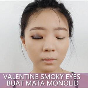 Smoky eyes buat Monolid?  Why not!  BISA kok walaupun bahan mata minimalis 😂😂 #luellatutorial .Product details@studiotropik Priming Water@celefit_id @celefit_official Cushion@altheakorea Concealer + Powder@youmakeups_id Brows + Eyeshadow@artistry_indonesia @artistrystudioofficial Eyeshadow@makeoverid Eyeliner@inivindy Magic Palette@thesaemid Highlighter@babybrightindonesia @cathydollindonesia Lipstick@loreca.lashes Lashes.....#luellaartistry #valentinemakeup #cchannelfellas #ClozetteID #naturalmakeup #dailymakeup #smokyeyes #monolidmakeup