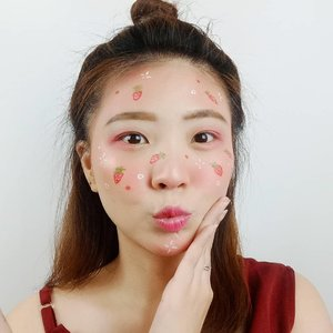 Kalian suka S.T.R.A.W.B.E.R.R.Y  atau  B.L.U.E.B.E.R.R.Y  nih ??? 🍓🍓 *ga nemu emoticon Blueberry =( . . Inspired @megachintasih . . . . . . . . . #luellaartistry #luellatutorial #fruitmakeup #strawberrymakeup  #colorfulmakeup #artsymakeup #makeuppemula #makeupremaja #makeupnatural #makeuptransformation #tutorialmakeup #beautyvlogger #beautybloggerindonesia #beautybloggerbandung #beautyvloggerbandung #bandungbeautyblogger #bandungbeautyvlogger #clozzetebeauty  #Clozetteid