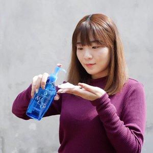 Produk baru dari @senkaindonesia nih! All Clear Oil ❤ . Pokok nya kalau nyari cleansing harus bener bener yg bisa ngangkat kotoran dan makeup secara maksimal. Kalo ga bersih ya udah ucapin selamat datang sama jerawat . Tapi eh tapi sebelum beli mending baca dulu yuk review nya. Biar kalian tau plus minus produk ini gimana . Review udh up di blog! Cus mampir, link on bio 👌 . . . . . . . . #luellaartistry #luellablog #SenkaIndonesia #senkaallclearoil #reviewsenka #makeupremaja #makeuptransformation  #artsymakeup #colorfulmakeup #koreamakeup #clozzetebeauty #Clozetteid #beautyvlogger #beautybloggerindonesia #beautybloggerbandung #beautyvloggerbandung #bandungbeautyblogger #bandungbeautyvlogger