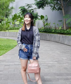 I'm nicer when i like my outfit! . 🛍 @flashy_shop  Top - Blasvelo Shirt Outer - Kinsan Outer Bag - Ainuna Sling Bags . . . . . . #luellaartistry #luellaootd #luellabrandcollab #clozetteid #clozettebeauty #ootdbloggers