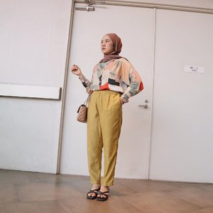 My comfort zone outfit ❤️ Pattern shirt from @mayelv.co ,  launching promo discounts 10% off until April, 4 2021. Grab it fast gurlssss!!!!! 🥰🥰🥰.#clozetteid #akudilinetoday #shoxsquad #lookbookindonesia