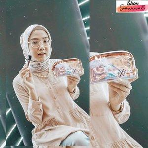 [Shox x Extica]Yuhuuu from Saturday Event at #CosmoBeauteIndonesia . Happy banget weekend kemarin bisa main ke booth @extica.id di @cosmobeauteindonesia JCC Senayan.  Boothnya super kece dan instagramable bgt babes! Bisa touch up , belanja dengan diskon gede-gedean dan senengnya lagi produk extica sekarang udah bisa dibeli di Tokopedia 💓 #grandlaunchingexticaxtokopedia #shoxsquad#clozetteid