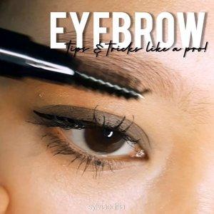 TIPS & TRICK LIKE A PRO: EYEBROWNih buat kalian yang kadang masih bingung cara pakai alis biar terlihat natural-bushy tapi rambutnya tipis atau gak di cukur sama sekaliEh sampe lupa ini dia tips eyebrow yang jadi andalan aku bgt:1. Sisir seluruh alis kamu kearah atas dan ke belakang2. Gambar outline alis dari bagian bawah dan atas3. Isi alis pada bagian tengah ke belakang, pelan-pelan saja 4. Sisir seluruh alis kamu supaya terlihat natural5. Pakai mascara alis untuk membuat rambut alis terlihat jelas dan mendapatkan efek bushy eyebrow6. Pakai concealer untuk merapihkan bentuk alis dan rambut-rambut halusnyaJangan lupa pakai pensil alis yang ujungnya segitiga atau runcing ya supaya lebih detail dan pakai warna pensil alis yang mengikuti rambut kamu. Aku saranin jangan yang kemerahan karena nanti bisa terlihat fake..Product use:@purbasarimakeupid ultra smooth brow liner (soft black)@maybelline volume express turbo boost@wetnwildbeauty photofocus concealer corrector (medium beige)#wakeupandmakeup #makeuptutorial #glowingmakeup #ClozetteID #indobeautysquad #ragamkecantikan #beautybloggerindonesia #tampilcantik #ABG #asianbabygirl #egirl #tezzaapp #tutorialeyebrow #eyebrow