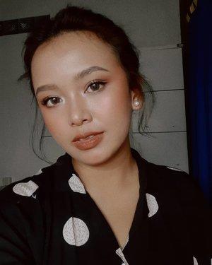 [ in a brownie kinda mood ]contact lens: @spexsymbolsweet talk - boolips: L'Oreal Paris Infallible Pro Matte - Les Chocolats 866 truffamania#wakeupandmakeup #makeuptutorial #glowingmakeup #ClozetteID #indobeautysquad #ragamkecantikan #beautybloggerindonesia #tampilcantik #ABG #asianbabygirl #egirl #tezzaapp #newnormal #ootd