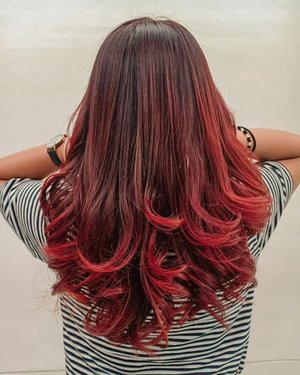 "My new hair ""Balayage Red Violet"" special by @alfiantamailang and @ichahairstylist 💖........#matrix #balayage #clozetteID #wakeupandmakeup #indovidgram #bunnyneedsmakeup #beautybloggerindonesia #beautiesquad #charisceleb #tampilcantik #indobeautysquad"