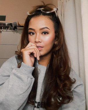 Edisi kangen rambut panjang 💔...#clozetteID #wakeupandmakeup #indovidgram #bunnyneedsmakeup #beautybloggerindonesia #beautiesquad #charisceleb #tampilcantik #indobeautysquad #ootdindo