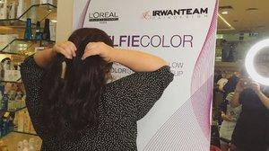 Sebagai pejuang ojek online, alias tiap hari pergi - pulang ke kantor naik ojol, rambutku jadi rusak, kusam dan warnanya nggak rata. Malahan dulu pernah dikatain anak layangan saking merah kayak kepanasan gitu 😅 . So minggu lalu aku coba ngewarnain rambut pakai treatment #SELFIECOLOR di @irwanteamhairdesign Mal Kelapa Gading dan hasilnyaaaaa 😍 . Thanks to Mba Yanti yang jadi hairdresser aku kemarin 😘 and special thanks to @clozetteid 🙆🏻 . Review lengkapnya sudah aku tulis di blog ya gengs! ❤️ . #ClozetteID  #ClozetteIDReview #irwanteamxclozetteidreview  #IrwanTeamReview #LorealProID