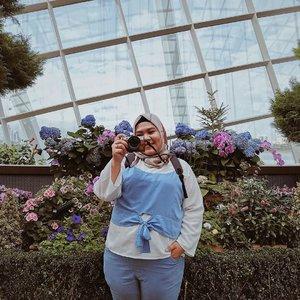 Alhamdulillah, lebaran tinggal belasan hari lagi ✨_Anyway, kasih aku rekomendasi hotel di Jakarta yang gemas dan makanan sahurnya enak dong! Rencananya di minggu terakhir sebelum lebaran, aku dan @akbrod mau staycation dulu karena foto-foto #PutriOdiJalanJalan sudah habis dan karena kangen quality time berduaan gitu niyh! Eak. So swit ya?! 😂 so please bisikin kami hotel yang kudu diinepin dong gaes. Maaci 🥳_Ps. Fotonya pakai Xiaomi Note 6 Pro-nya Pak Odi. Gemes yha hasilnya kece gitu padahal indoor. Ngeditnya pakai #vsco aja yang A6 😍♥️_#clozetteid #biargedetapipede #xiaominote6pro