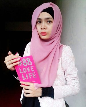 [DAY 2]Batik mah uda dipakek dari pagi buat ke kantor,cuma masalahnya pak dokter gak bersahabat banget pakek acara dateng telat, bikin ngantri dari pagi sampe sore dan sukses bikin incess gak ngantor 😥congrats loh pak dok 😷.....#ootd #hotd #hootd #hijabers #hijab #batik #pink #pinky #88lovelife #clozetteid #starclozetter #ootdhijabku #hijabootd #hijabootdindo #like4like #likesforlikes